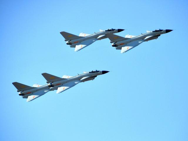 美媒:相距91米!美侦察机在东海遭中国战机拦截